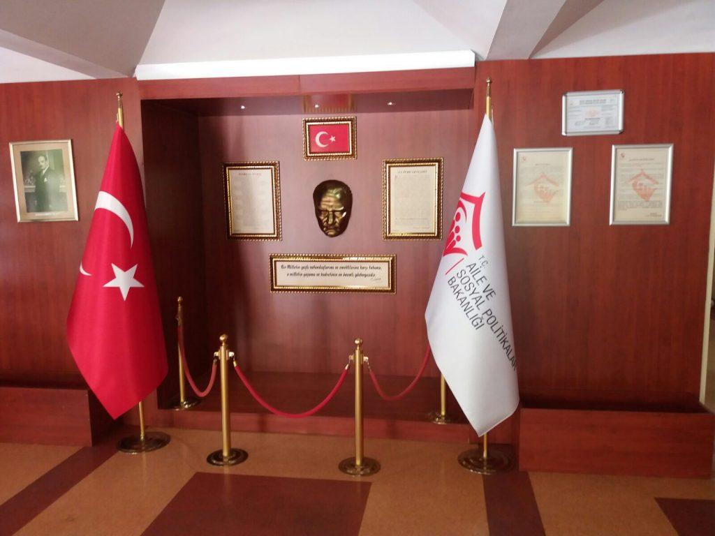 Makam Bayrak İstanbul, makam bayrak, satışı, makam bayrak Ümraniye, makam bayrak imalatı, acil makam bayrağı, makam bayrakları, makam bayrak burada satışı 7.24 SAAT AÇIK HİZMET